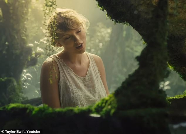 Taylor+Swift+singing+during+her+%22Cardigan%22+music+video.%0APhoto+by+Google+Images