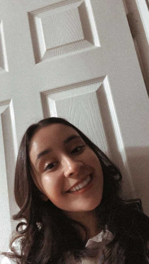 Sienna Rose Regalado' 23 shows off her new curtain bangs.