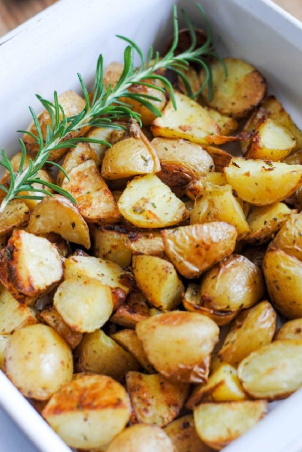 An appetizing dish of sliced potatoes. Photo by Ladolcepita.com