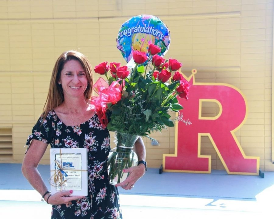 Mrs.+Huerta+with+her+PAL+Advisor+Perseverance+award.+Photo+by+Mrs.+Reinbold